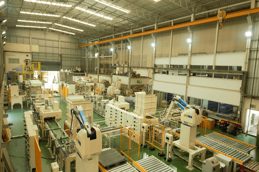 AMO Packer with robotic palletizer 2